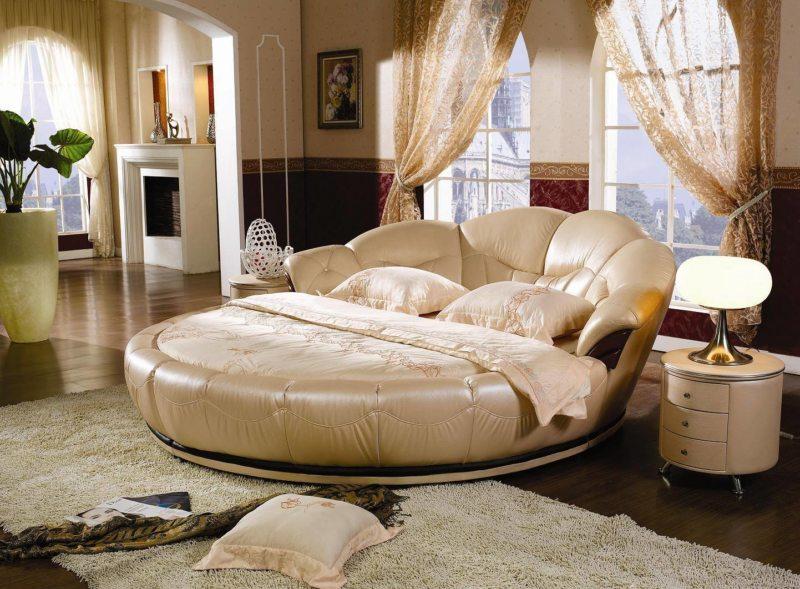 Бежевые предметы мебели в спальню