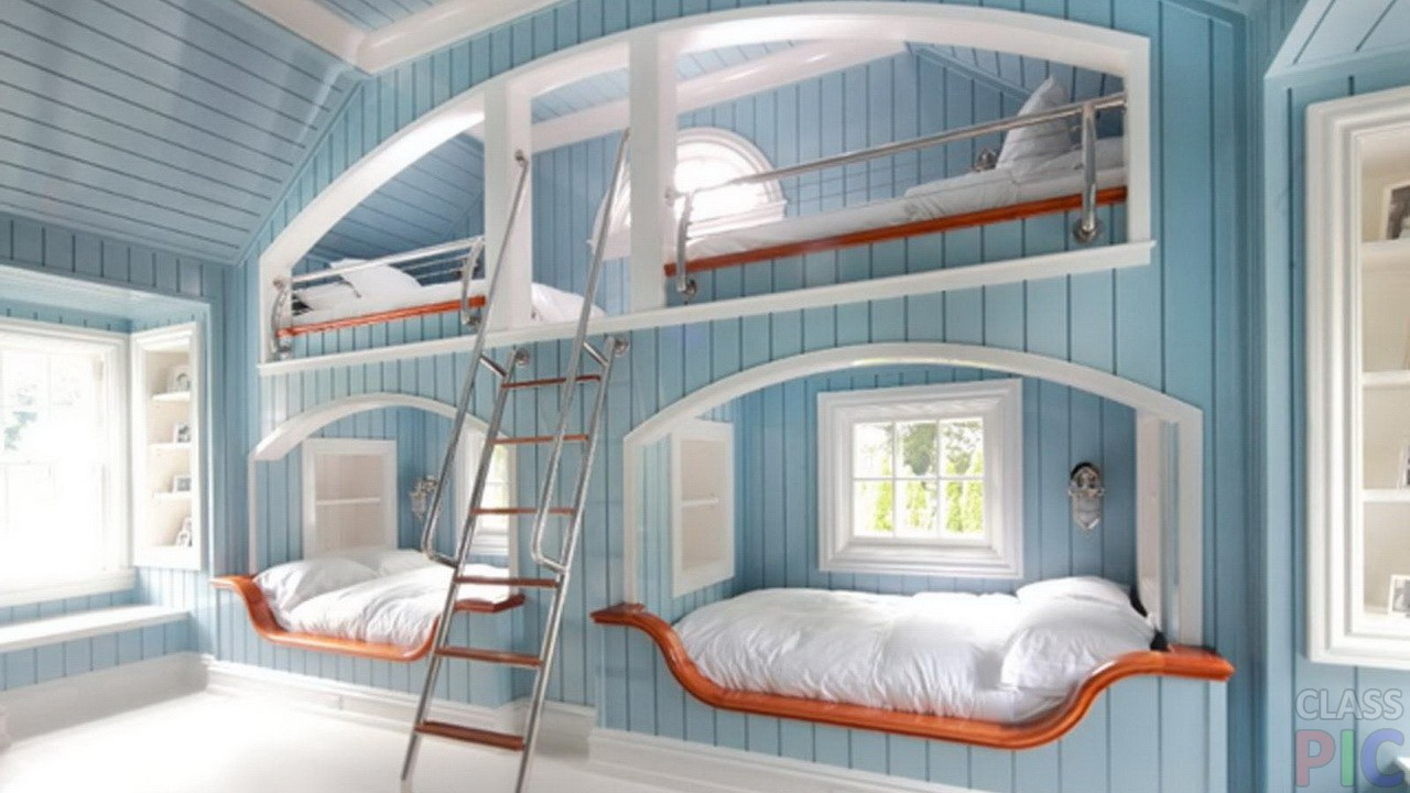 Большая кровать для четверых