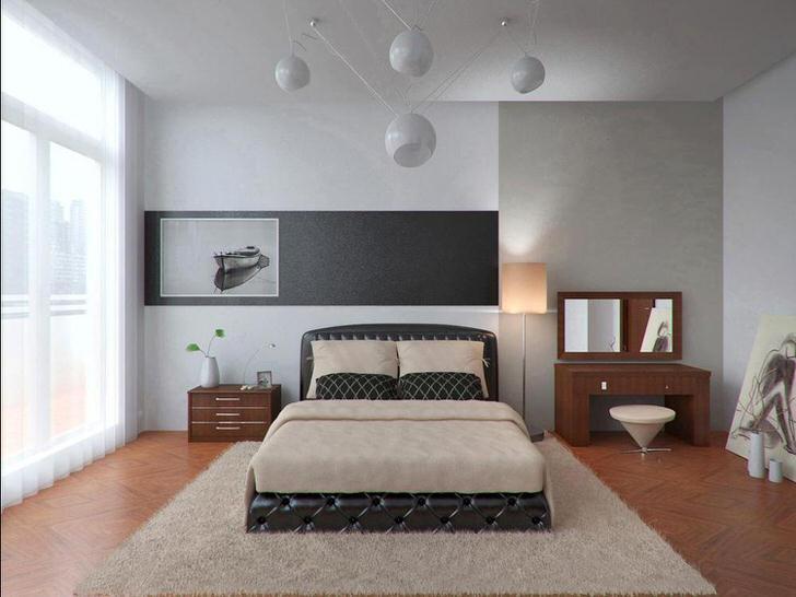 Большая кровать обита кожей