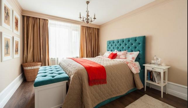 Большое спальное ложе бирюзового цвета