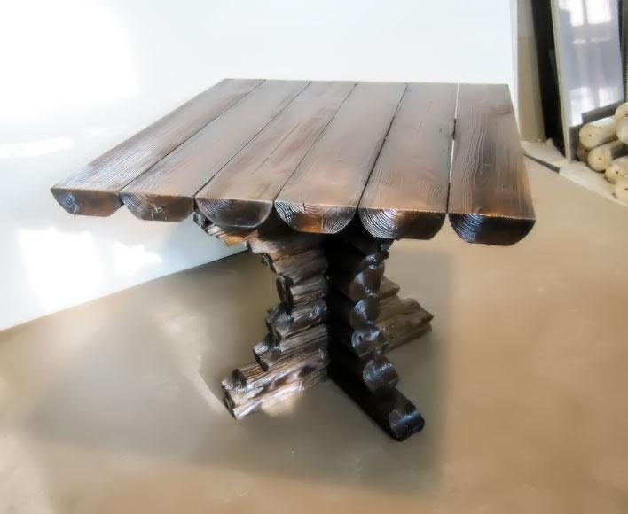 Бревенчатый стол