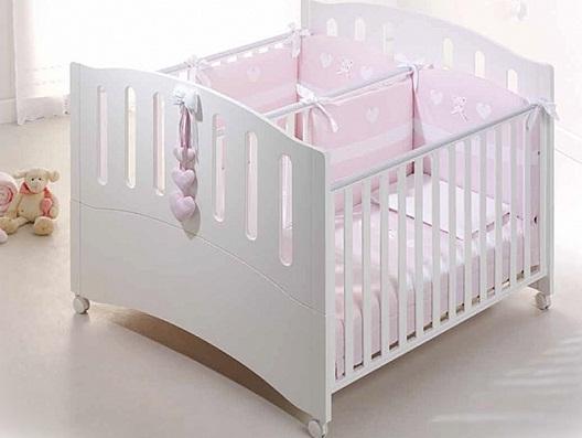 Деревянная кроватка для игр и сна, предназначенная для двоих детей