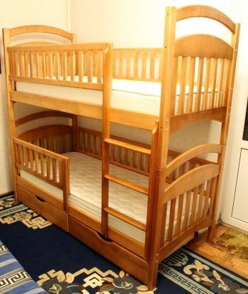Деревянные двухъярусные кровати