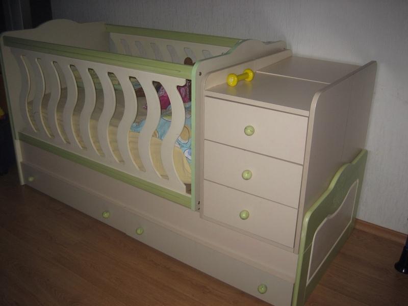 Деревянные предметы мебели для ребенка
