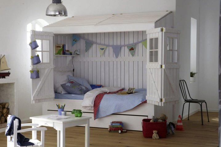 Детская кровать-домик для подростка