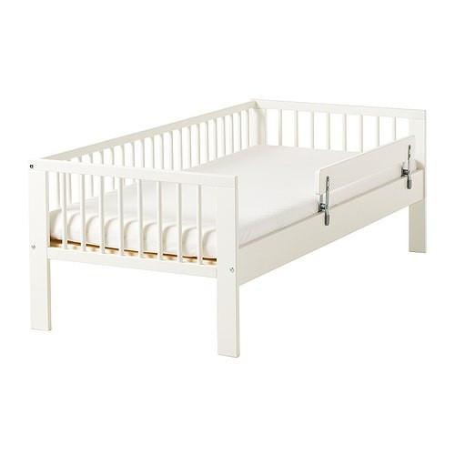 Детская кровать с защитным бортиком