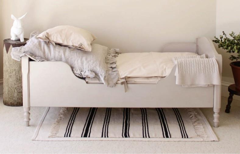 Детская кровать в стиле прованс из дерева