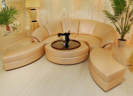 Диван-стол для обустройства гостиной