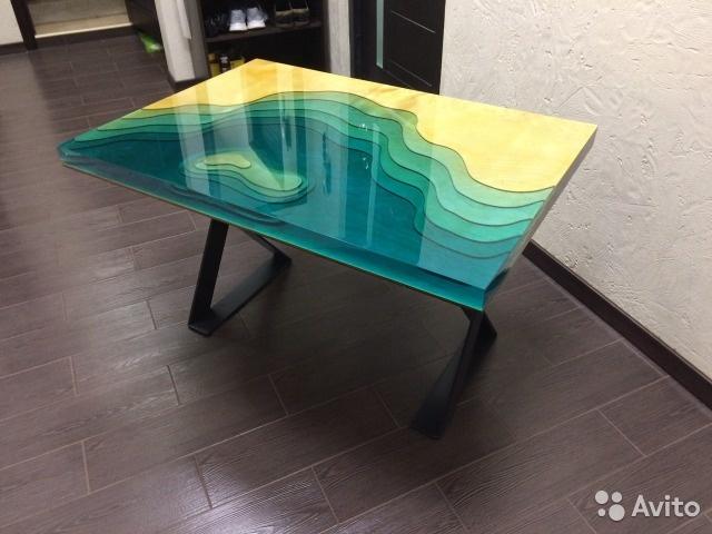 Дизайнерский стол из эпоксидный смолы и древесины