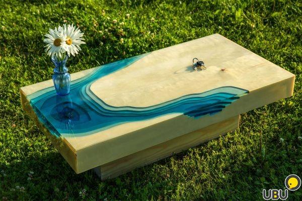 Дизайнерский стол из массива и эпоксидной смолы