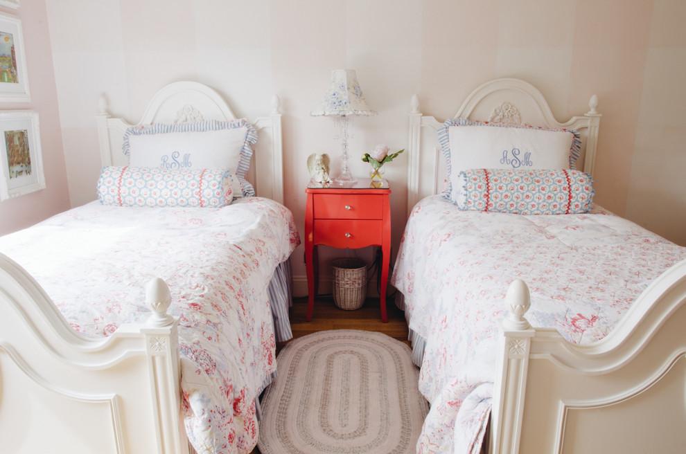 Две кровати в спальне прованс