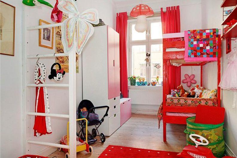 Двухъярусная кровать в интерьере 9-метровой детской