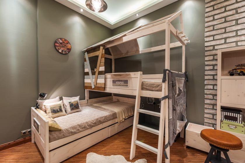 Двухъярусная современная кровать небольшого размера