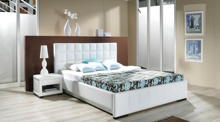 Двуспальное место белого цвета