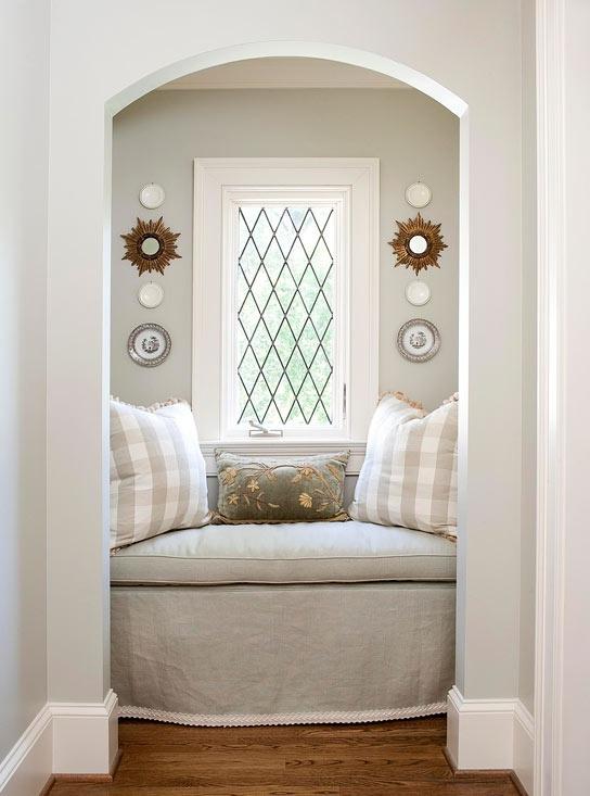 Где и как поставить современную кровать в спальне