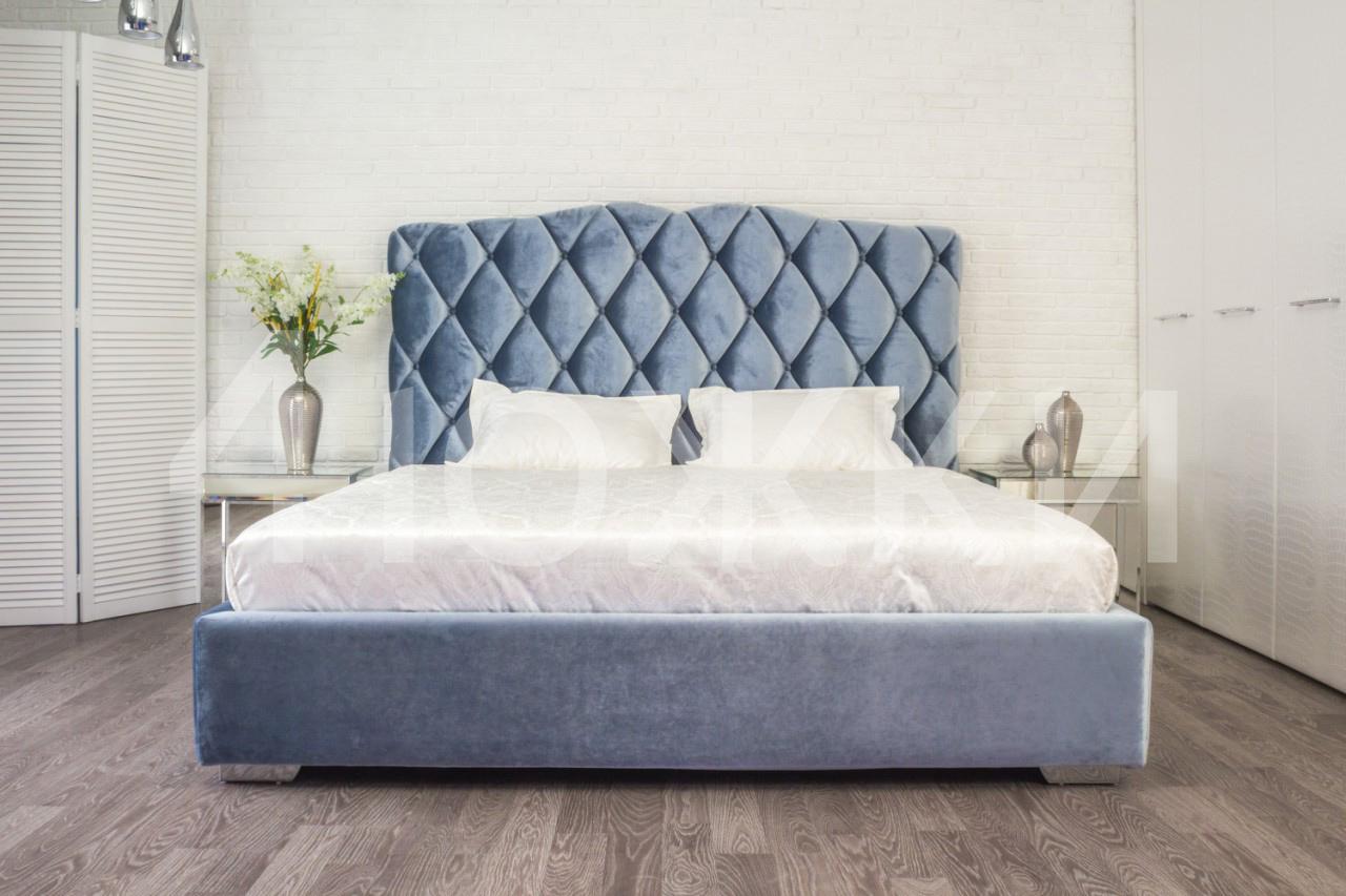 Голубое покрытие кровати