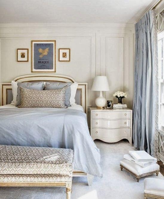 Голубые тона интерьера комнаты для сна