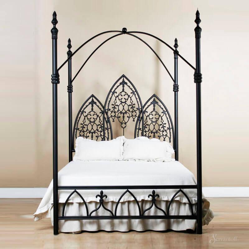Готическая черная кровать