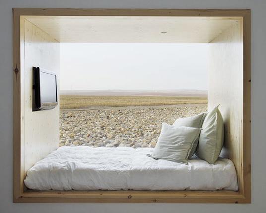 Как красиво и практично разместить кровать