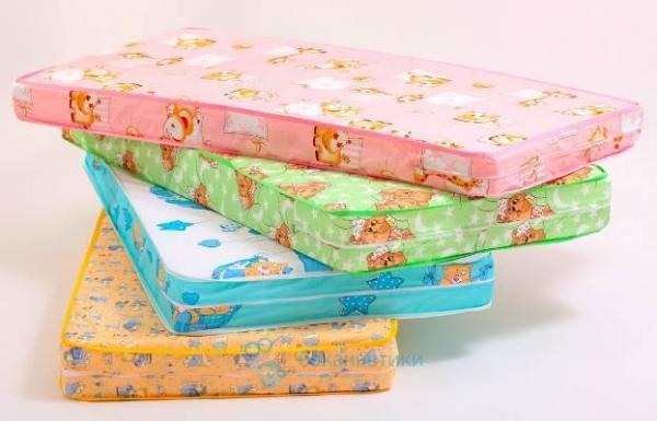 Как правило, матрасы для детских кроваток, имеют стандартный размер