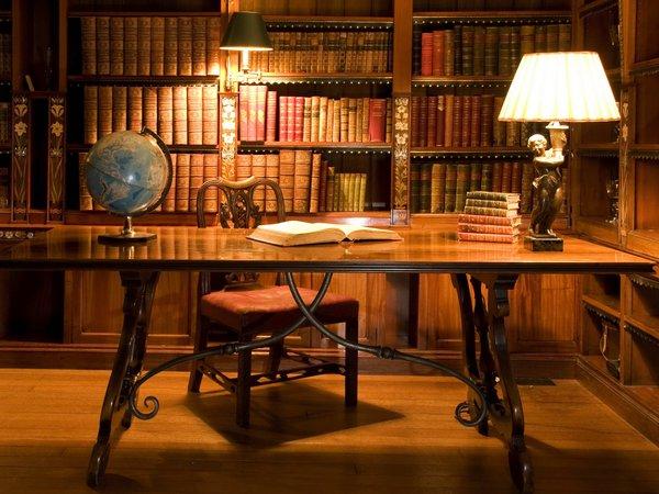 Как сделать библиотеку в доме практичной