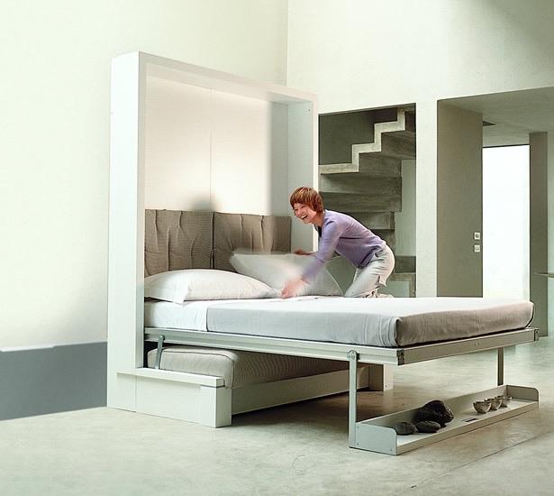 Как спрятать дополнительное место для сна в стене
