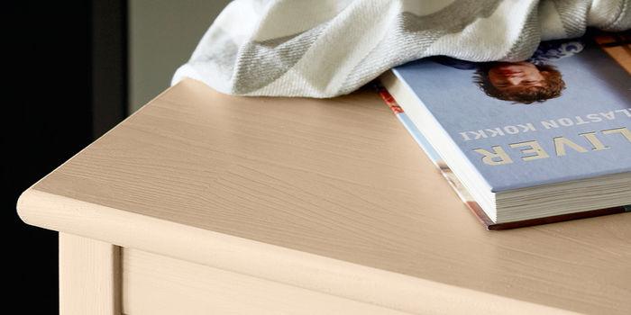 Кива – полуглянцевый лак для мебели
