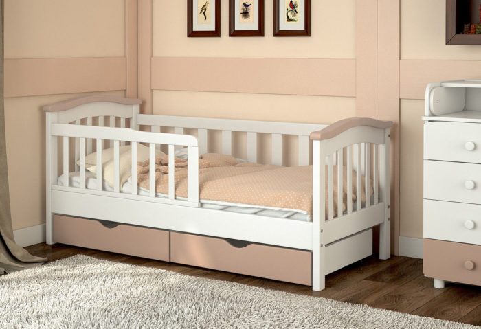 Комплект детской мебели белого цвета