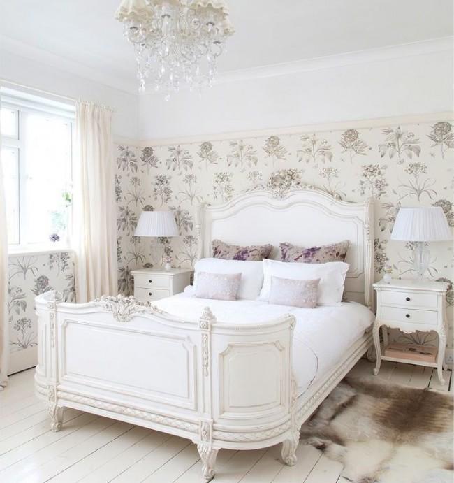Красивая деревянная резная кровать