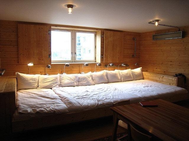 Кровать большого размера