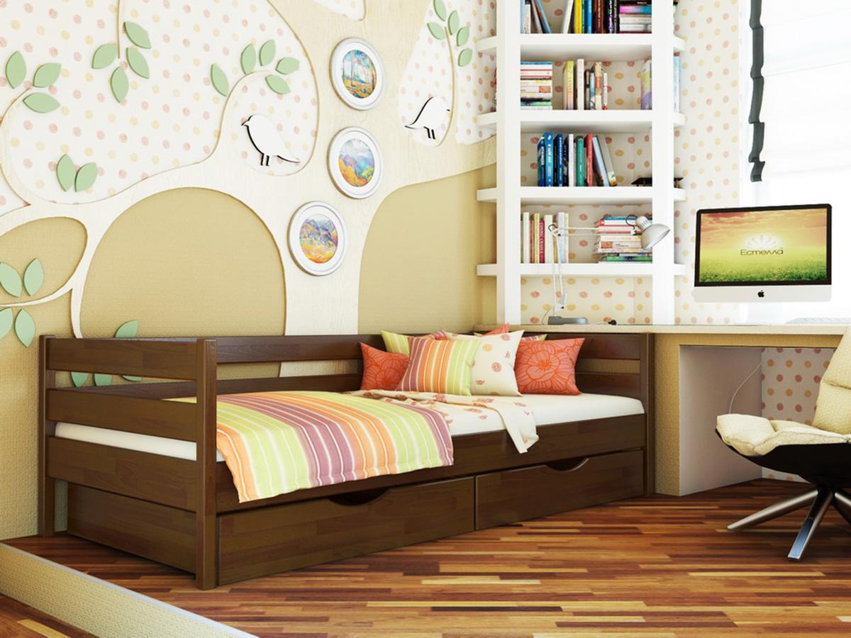 Кровать деревянная для дома