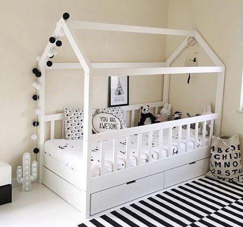 Кровать деревянная домик