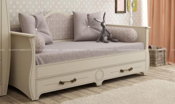 Кровать-диван классического стиля