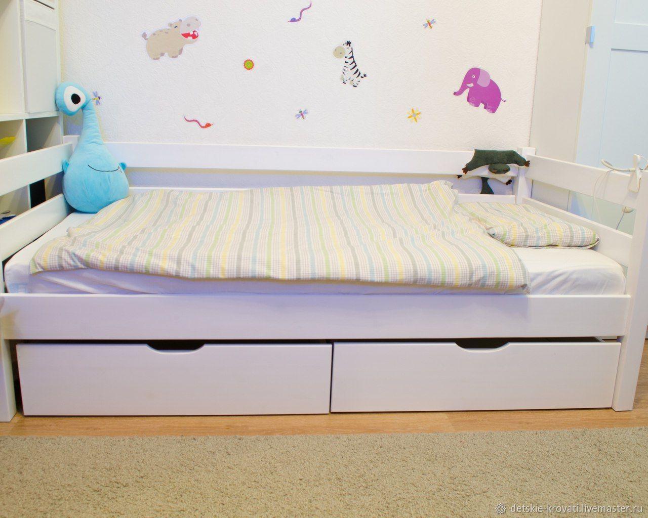 Кровать для ребенка с большими ящиками