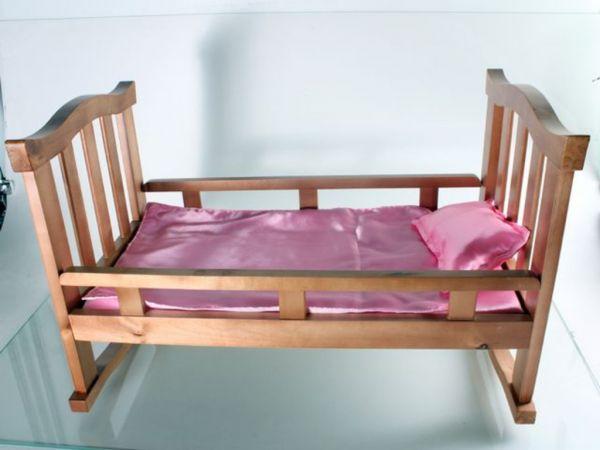 Кровать-качалка для куклы деревянная