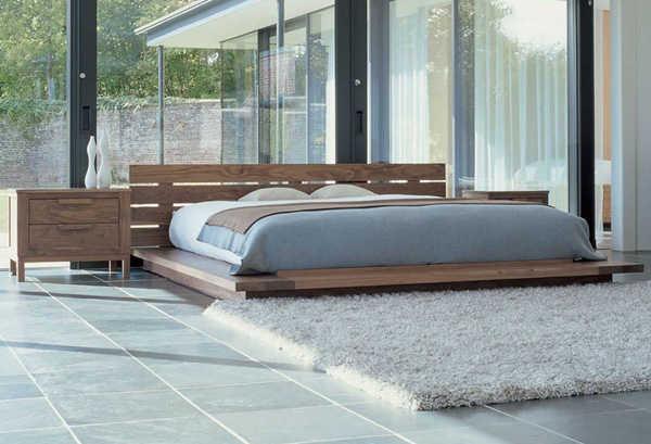 Кровать на низком подиуме