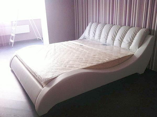 Кровать необычной формы