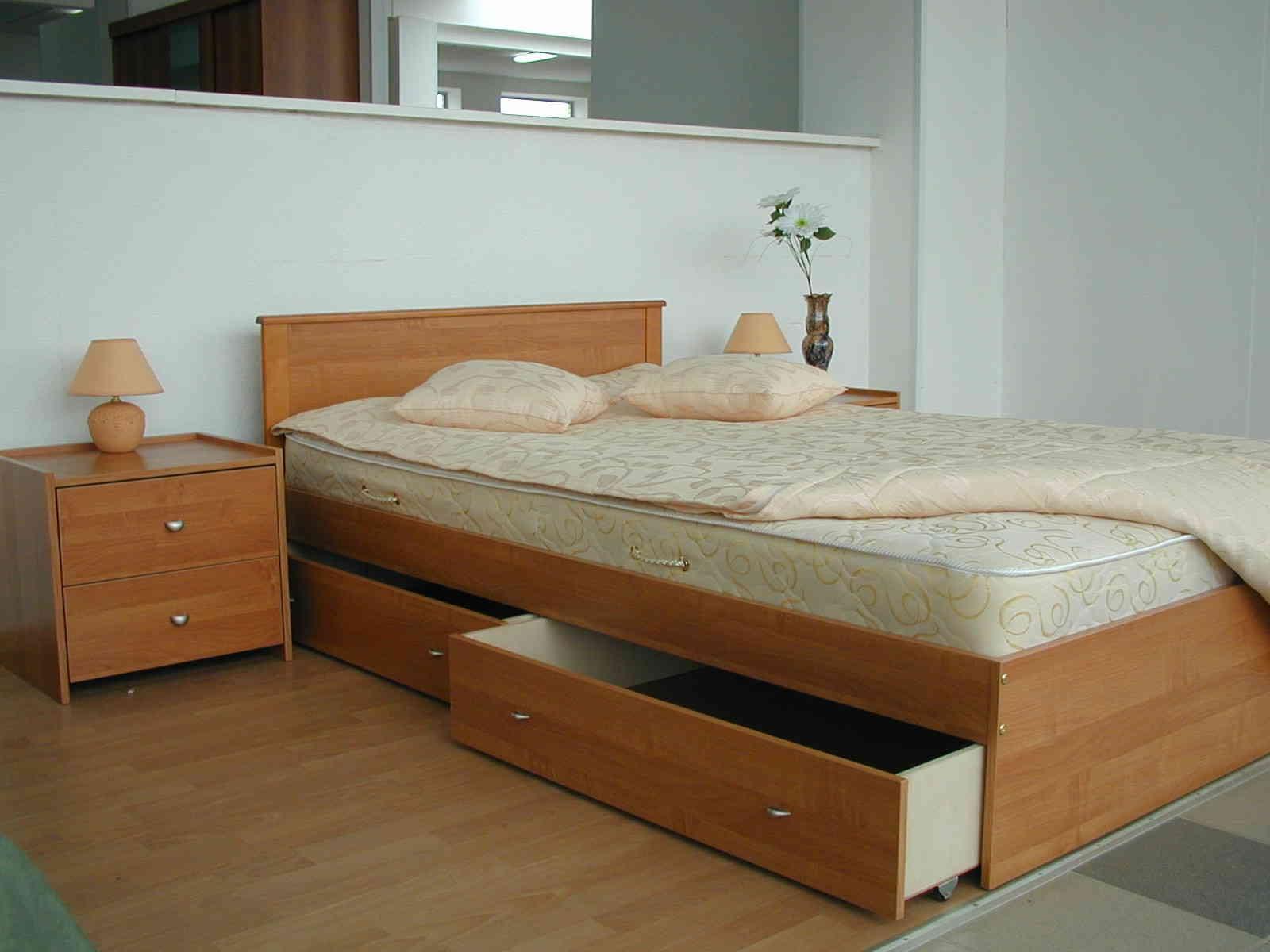 Кровать-подиум с нишей для хранения вещей