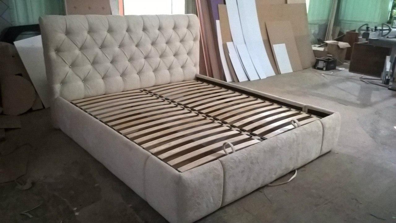 Кровать резная деревянная