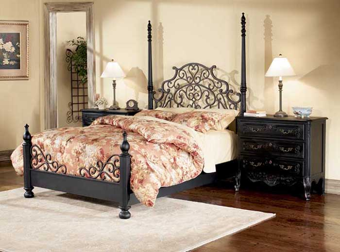 Кровать с кованым изголовьем