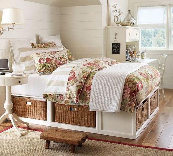 Кровать с отсеками для корзин