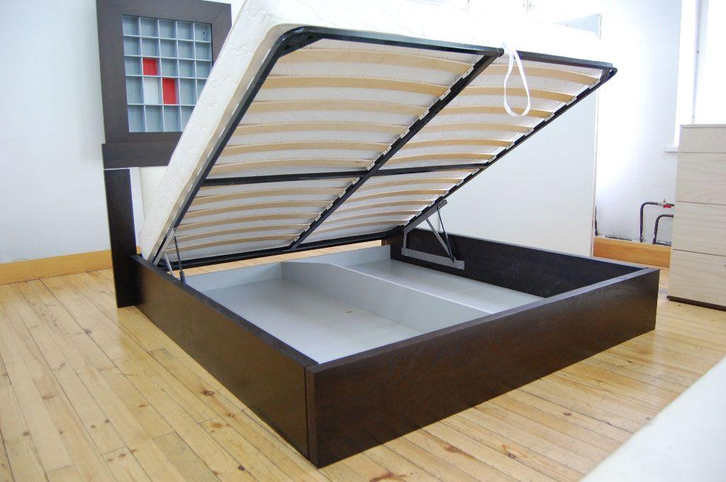 Кровать с подъемным механизмом для небольшой квартиры