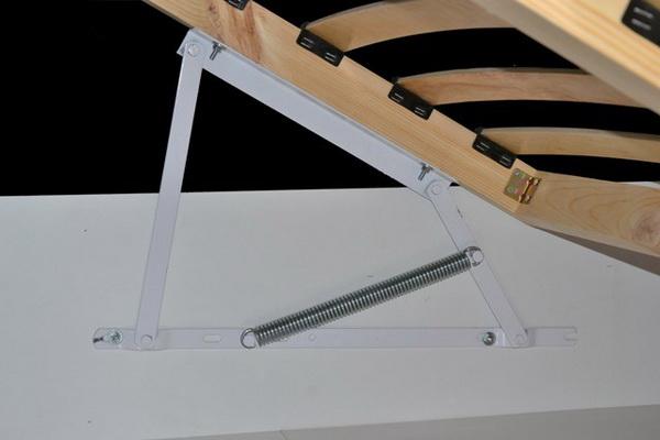 Кровать с пружинным подъемным удобным механизмом