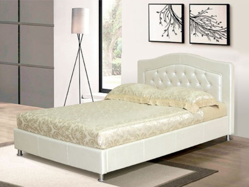 Кровать в белом цвете