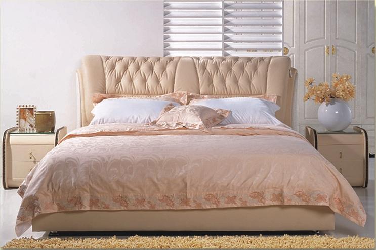 Кровать в бежевом цвете