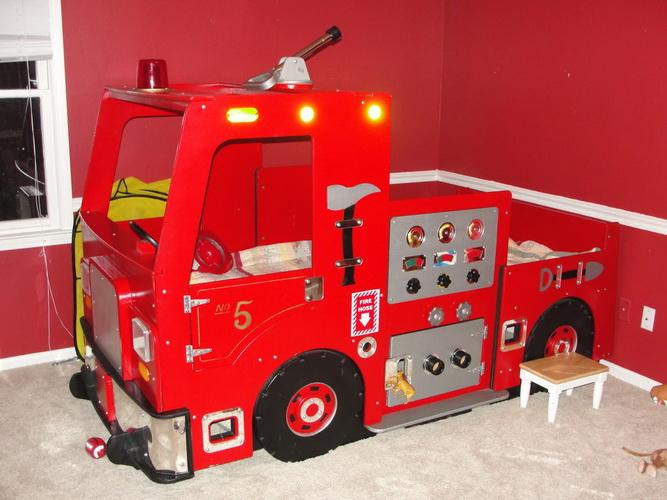 Кровать в виде пожарной машины