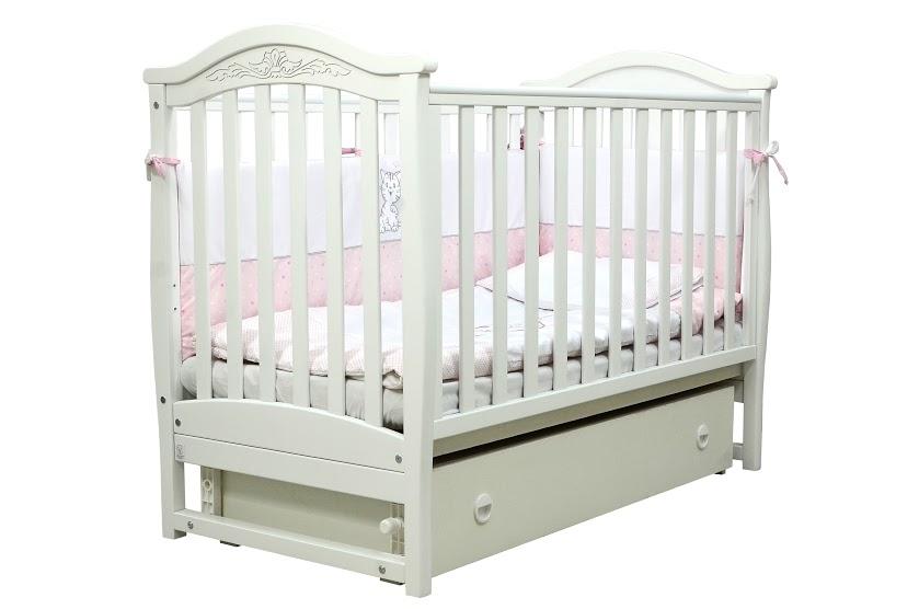 Кроватка белого цвета