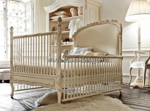 Кроватка детская бежевого цвета