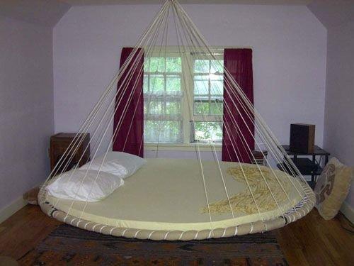 Круглая большая двуспальная кровать