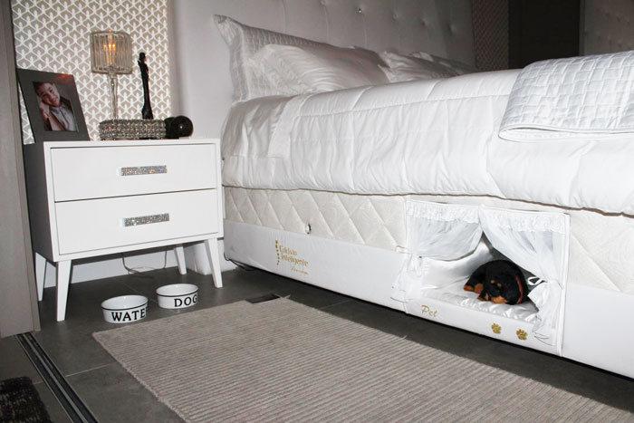 Место в кровати для домашнего животного